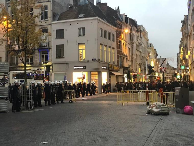 De nouvelles émeutes cet après-midi en plein cœur de Bruxelles, Vargasss92 embarqué  - LNO