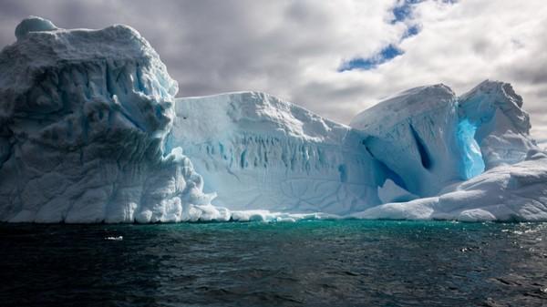 6 structures mystérieuses cachées sous la calotte glaciaire du Groenland
