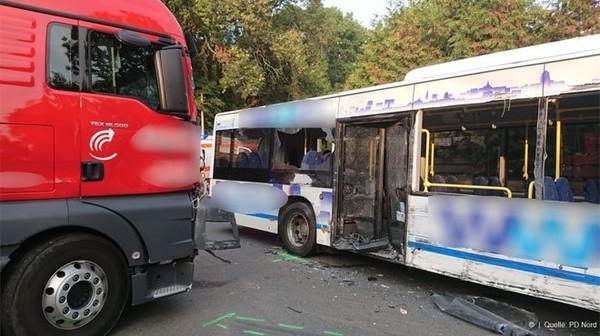 Une dizaine d'enfants blessés lors d'un accident de bus en Allemagne: l'un d'eux est sérieusement touché