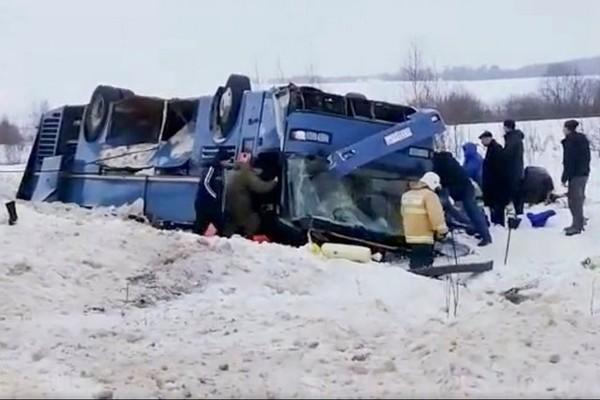 Un terrible accident de bus fait 7 morts et 24 blessés