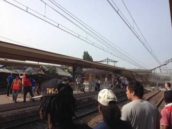 Déraillement d'un train près de Paris : plusieurs morts et plusieurs dizaines de blessés (direct)
