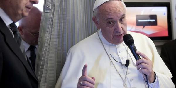 """Pour le pape François, la liberté d'expression ne donne pas le droit d'""""insulter"""" la foi"""