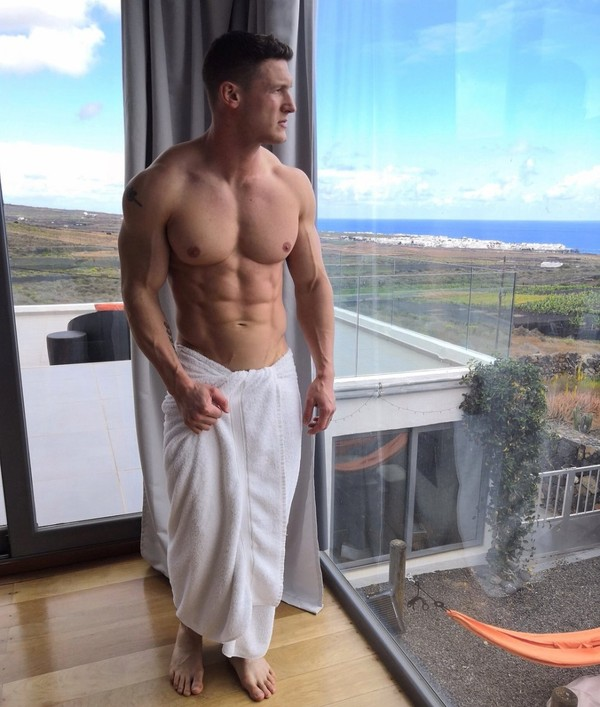 """MattDoesFitness on Instagram: """"Not gonna lie - I'm absolutely in awe of the breathtaking scenery on display in this pic. To be fair, the view out the window is pretty…"""""""