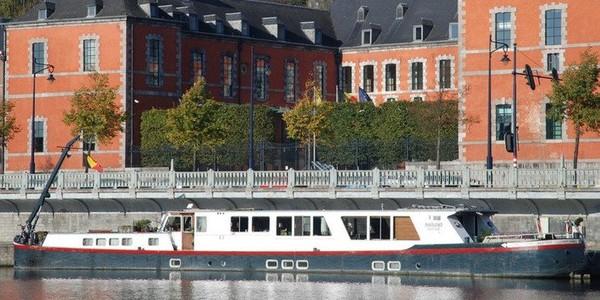 Péniche à louer pour événements et croisières fluviales - Namur - Location de bateau. A Namur louer cette péniche-hôtel en croisière