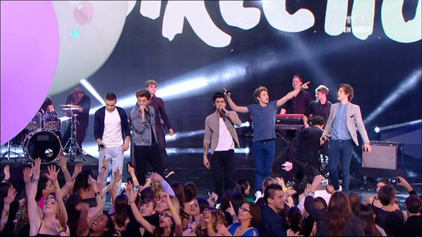 NRJ music awards - One Direction « Kiss You » en direct des NRJ Music Awards 2013