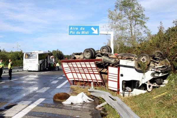 Un mort et neuf blessés sur l'A64