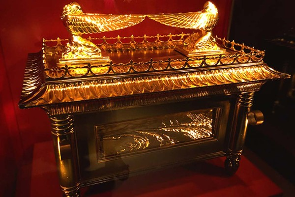 The Missing Contents of the Ark of the Covenant: What Was Inside the Ark? (HINT: Not just the 10 Commandments) | Ancient Origins Members Site