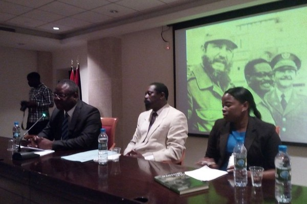 Afirman que Neto y Fidel Castro marcaron Angola, África y elmundo