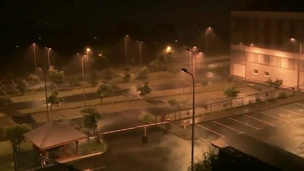 Ouragan Maria en Guadeloupe: « Je croise les doigts et j'espère que ce sera juste du vent et de la pluie »