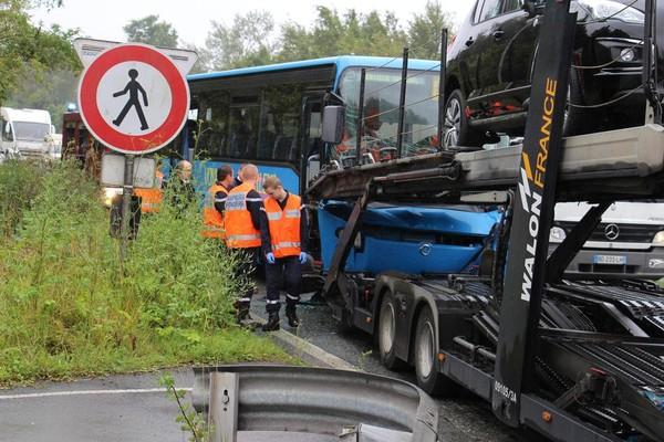 Beuvry: collision entre un bus et un semi-remorque, la conductrice ... - La Voix du Nord - Beuvry - NewsLocker
