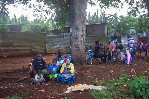 """""""C'est la fournaise à l'intérieur"""" : un confinement impossible dans les bidonvilles de Mayotte - Outre-mer la 1ère"""