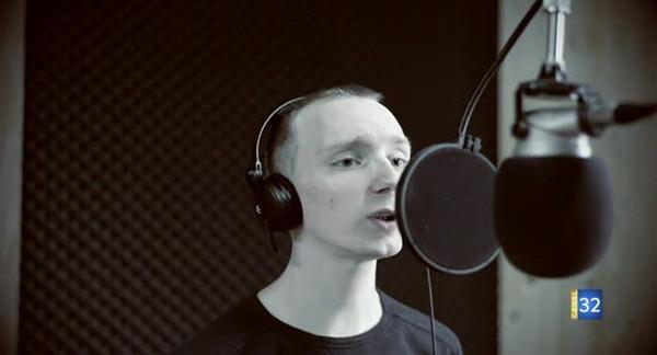 Canal 32 - Cyril Maillet, chanteur, lance sa cagnotte en ligne
