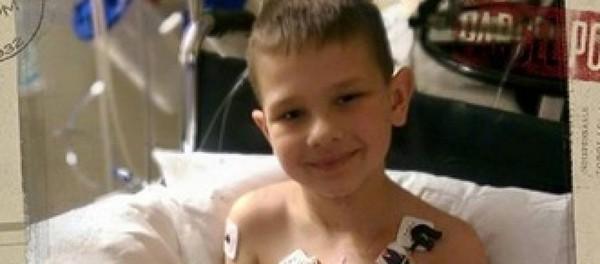 Un garçon de 7 ans atteint de malformation cardiaque émeut Facebook