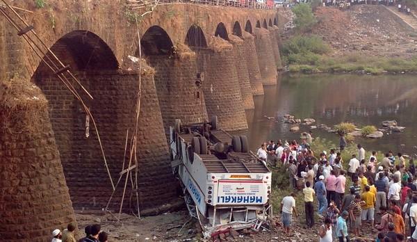 Tragique accident de bus en Inde - Paris Match