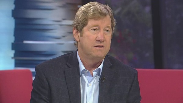 Jason Lewis' Radio Career An Advantage, A Challenge