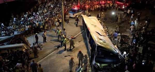 La chute d'un bus à Rio de Janeiro fait au moins sept morts