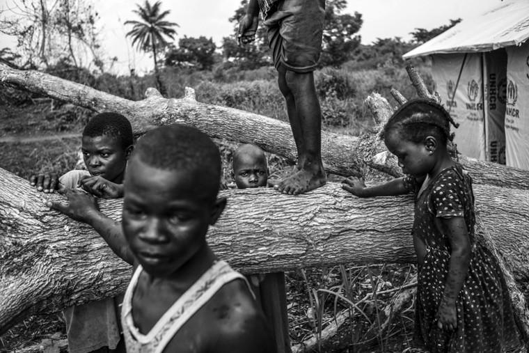 Corentin Fohlen est un photoreporter indépendant travaillant sur l'actualité et ses conséquences sur l'homme.