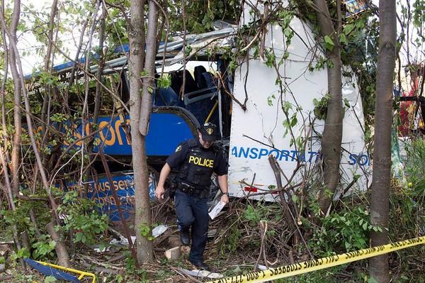 Accident d'autocar en Ontario: une femme lutte pour sa vie | Faits divers