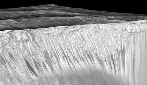 De l'eau coule sur Mars de nos jours