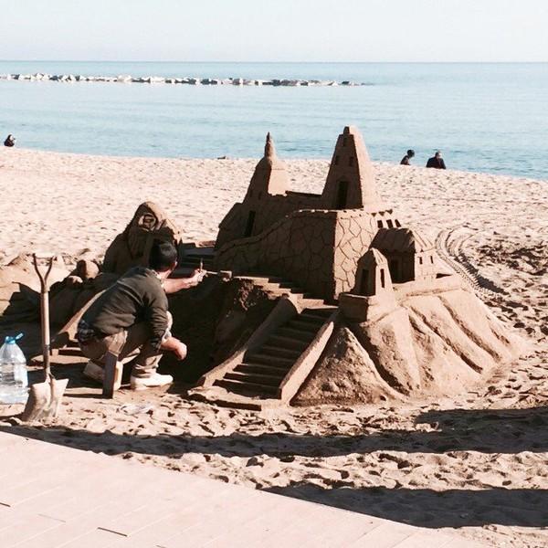 Un chateau de sable de professionnel !!