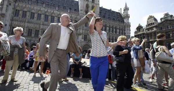 Bruxelles danse sous le soleil pour la fête de la Communauté flamande (photos)