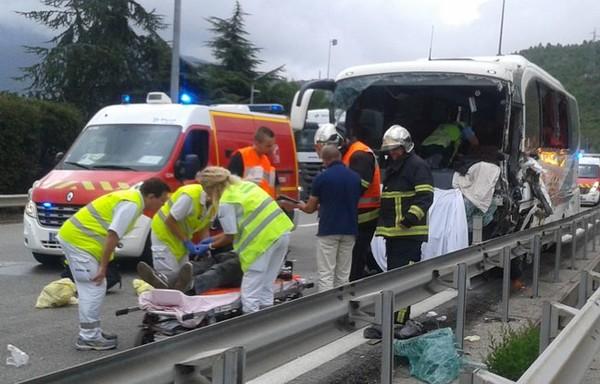 Nice: Un accident impliquant un bus fait un mort et quatre blessés graves sur l'A8