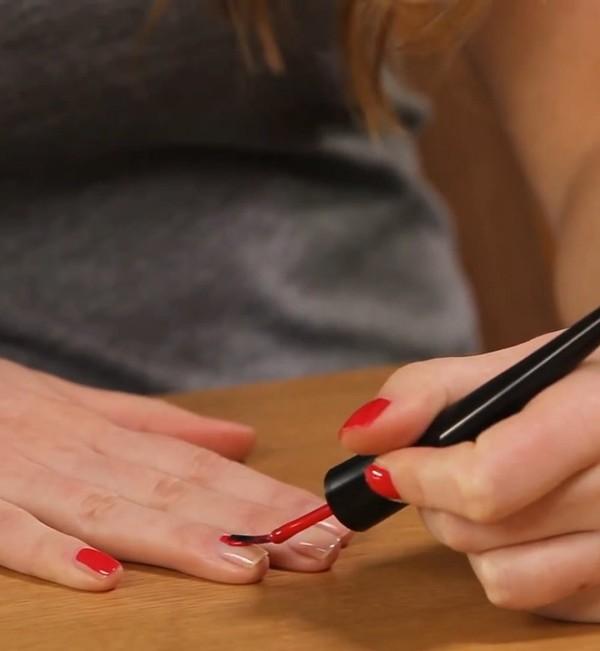 Bien appliquer son vernis à ongles, c'est possible. Et facile!
