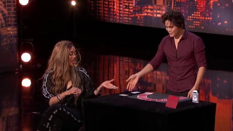 Le tour de carte du Magicien Shim Lim pendant America's Got Talent 2018