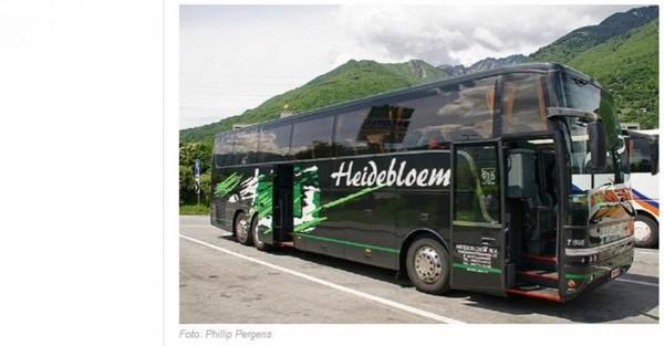 L'un des passagers de l'autocar passé par le sud de la France pour aller dans les Alpes raconte: Un regard sur les vignobles et les champs verts nous a fait comprendre que nous étions loin de...
