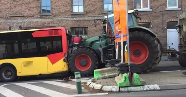 Un tracteur percute un bus TEC à Jodoigne: un passager blessé (photos)