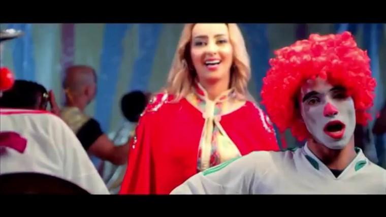 la chanteuse Zina Daoudia nous présente le clip de son nouveau single intitulé « 100tiha ». - LNO