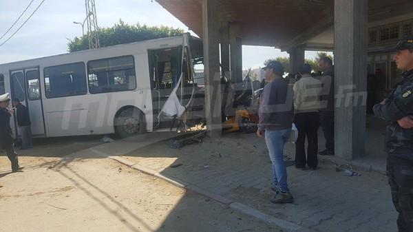 Un bus percute la façade d'un café à Mahdia: 1 mort et 10 blessés