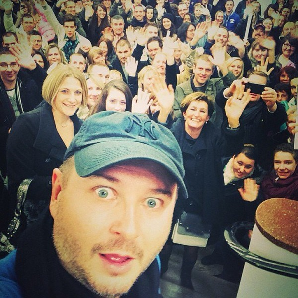 .@cauetofficiel | Souvenir de la seance photo d hier apres le one man | Webstagram