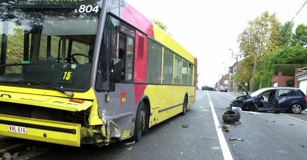 Les bus carolos font presque deux accidents chaque jour!