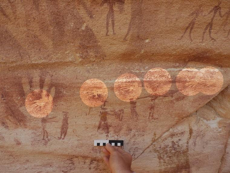 Qui a bien pu peindre ces minuscules mains à l'apparence humaine dans une grotte préhistorique ? - SciencePost