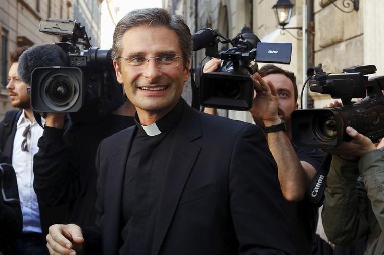 Le coming out et les déclarations fracassantes d'un dignitaire de l'Eglise font scandale au Vatican