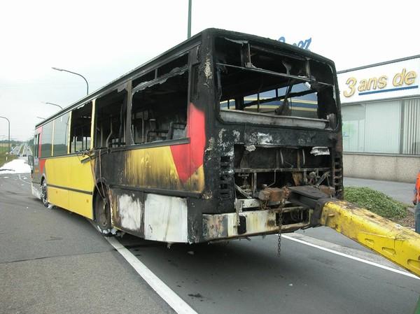 Dour: un bus TEC détruit dans un incendie