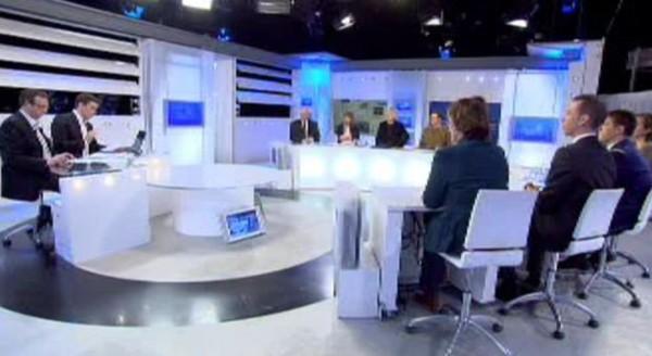 """Sécurité des bus: """"Les fous continueront de frauder"""" (Isabelle Durant) - RTBF Mise au point"""