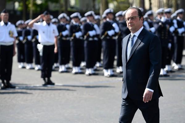 Hollande commémore le 8 mai et assure qu'il sera là l'an prochain