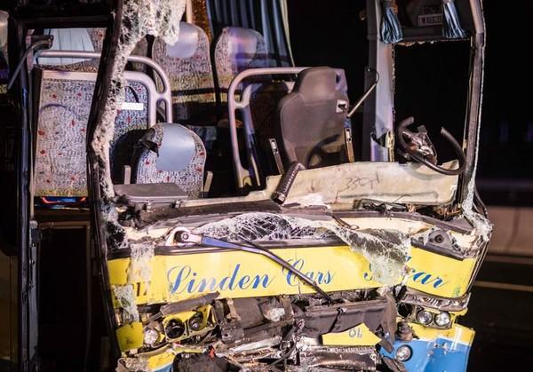 Zware tol na crash met Belgische bus op Duitse snelweg: chauffeur (39) uit Herent sterft, 5 zwaargewonden, ook 17 lichtgewonden