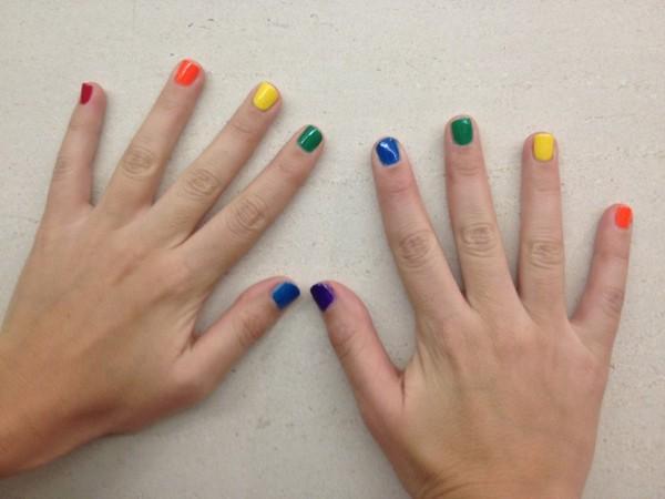 Tendance vernis : la rainbow manucure
