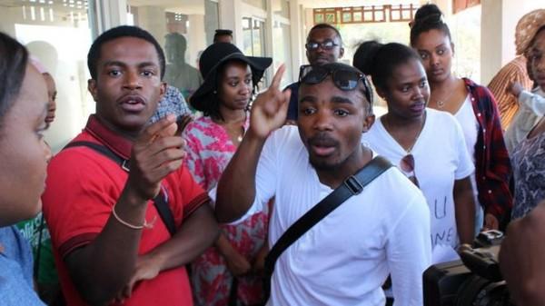Manifestation du collectif des étudiants et lycéens mahorais à LADOM et au Conseil départemental à Mamoudzou. - mayotte 1ère