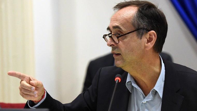 Béziers : Najat Vallaud-Belkacem accuse Robert Ménard de «falsifier» l'histoire, il quitte la pièce