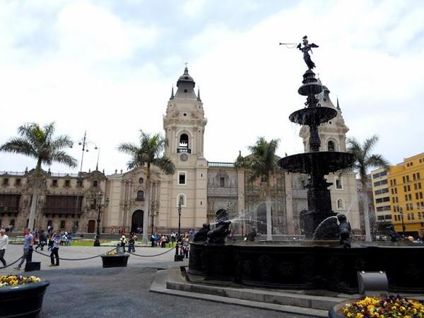 Turisteando por la ciudad de Lima ~ Guitarra Viajera
