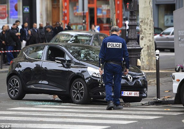 Renault Clio rented by Salah Abdeslam is found abandoned in Paris