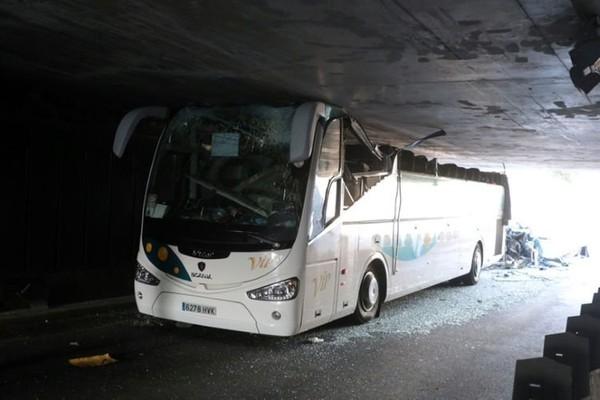 Six blessés graves dans l'accident spectaculaire d'un autocar dans le Nord