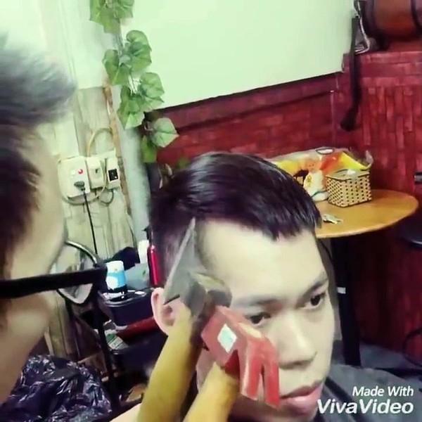 Ce coiffeur coupe les cheveux de ses clients à la hache et au marteau - vidéo Dailymotion