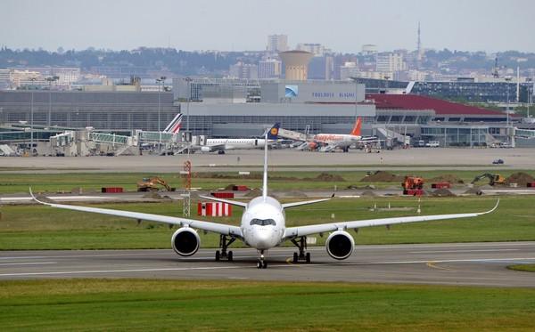 Le nouvel Airbus A350 effectue son premier vol d'essai sans encombre