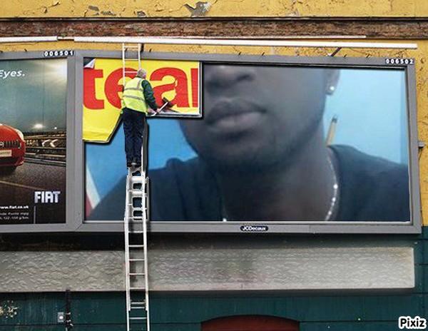 Résultat du montage photo : Scène Affiche publicitaire JCDecaux - Pixiz