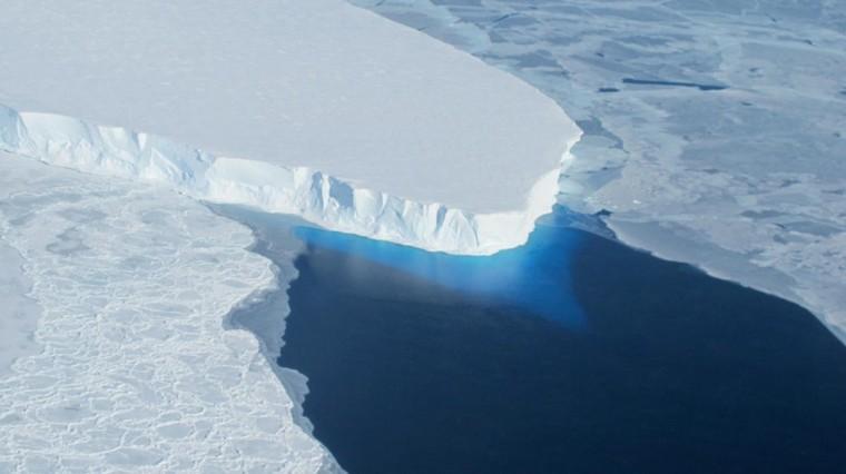 """VIDEO. """"C'est une catastrophe ce qu'il se passe en Antarctique ouest"""" : pourquoi la fonte du glacier Thwaites inquiète les scientifiques"""